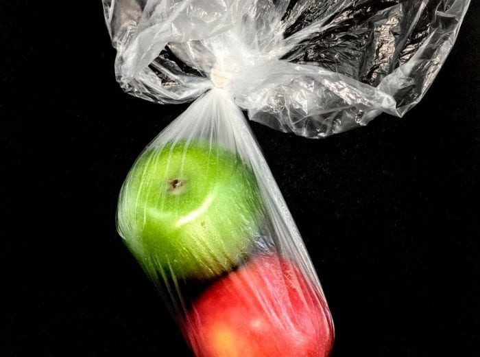 apples in a plastic bag